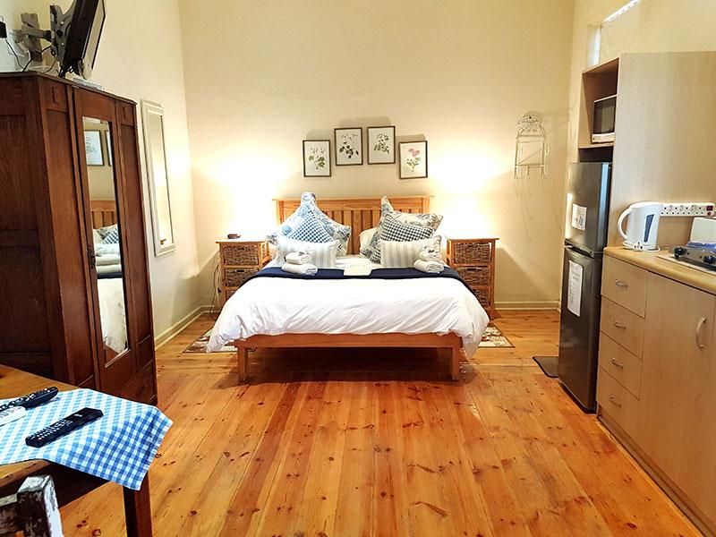 Kambro Double room unit graaff reinet